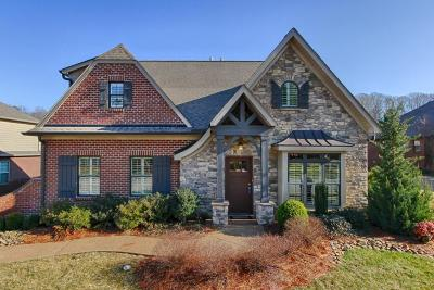 Knoxville Single Family Home For Sale: 11220 Matthews Cove Lane