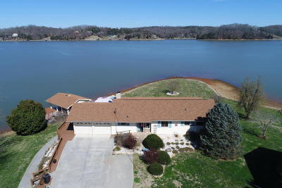 Alcoa, Friendsville, Greenback, Knoxville, Louisville, Maryville, Rockford, Sevierville, Seymour, Tallassee, Townsend, Walland, Lenoir City, Loudon, Philadelphia, Sweetwater, Vonore, Coker Creek, Englewood, Madisonville, Reliance, Tellico Plains Single Family Home For Sale: 3865 Sandy Shore Drive