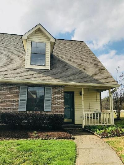 Knoxville Single Family Home For Sale: 905 Chip Cove Lane