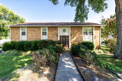 Single Family Home For Sale: 135 S Victoria Rd