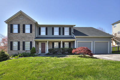 Knoxville Single Family Home For Sale: 8021 Maple Run Lane
