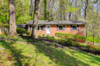 Knoxville Single Family Home For Sale: 2705 Smallwood Drive
