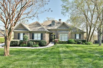 Lenoir City Single Family Home For Sale: 810 Oak Chase Blvd