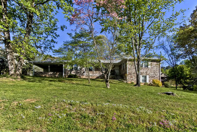 Louisville Single Family Home For Sale: 1512 Hillvale Rd