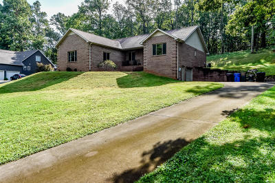 Louisville Single Family Home For Sale: 2243 Stonybrook Rd
