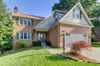 Knoxville Single Family Home For Sale: 9815 Gentian Lane