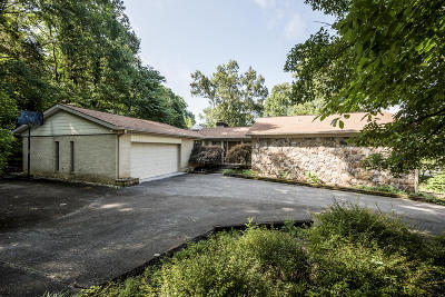 Single Family Home For Sale: 2105 Lakepoint Drive