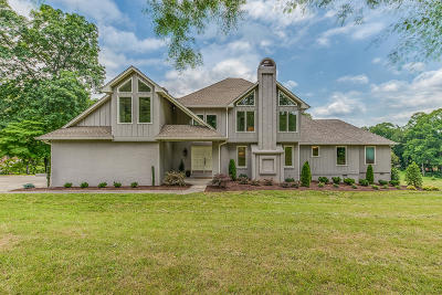 Knoxville Single Family Home For Sale: 2238 Fallen Oaks Drive