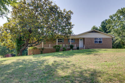 Louisville Single Family Home For Sale: 1129 Scenic Hill Drive