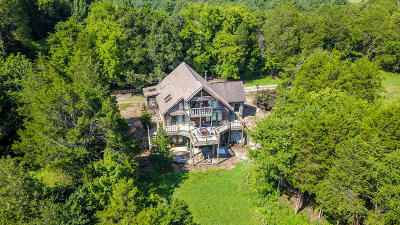 Louisville Single Family Home For Sale: 3560 Old Lowes Ferry Rd