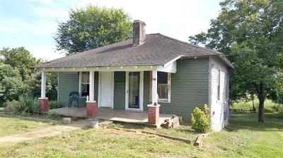 Sweetwater Single Family Home For Sale: 225 Oakland Road