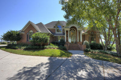 Single Family Home For Sale: 654 Watershaw Drive