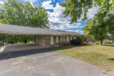 Single Family Home For Sale: 2819 Louisville Rd