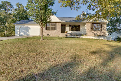 Knoxville Single Family Home For Sale: 304 Oakleaf Circle