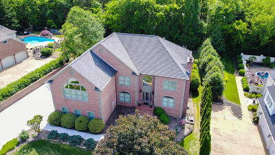 Knoxville Single Family Home For Sale: 2104 River Sound Drive