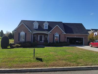 Louisville Single Family Home For Sale: 3737 Riverbrook Drive