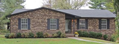 Louisville Single Family Home For Sale: 2570 Robinson Drive