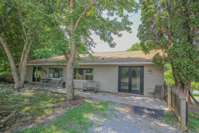 Louisville Single Family Home For Sale: 2833 Louisville Rd