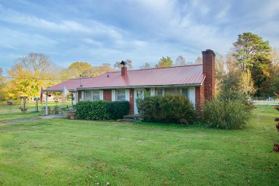 Louisville Single Family Home For Sale: 2127 Mentor Rd