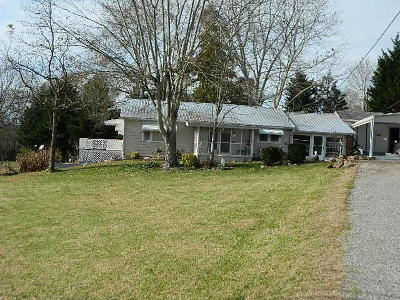 Oliver Springs Single Family Home For Sale: 1749 Fairview Rd