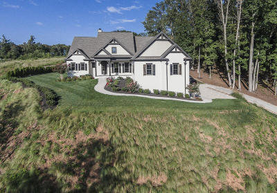Knoxville Single Family Home For Sale: 615 Oak Cove Lane