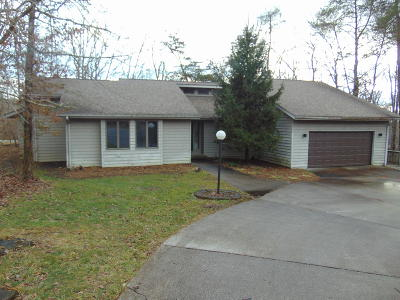 Crossville TN Single Family Home For Sale: $156,500