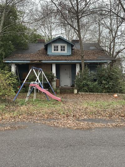 Knoxville Single Family Home For Sale: 2605 NW Chillicothe St