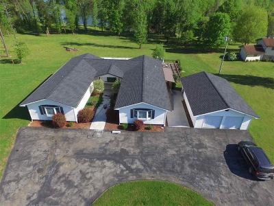 Single Family Home For Sale: 260 Karen St