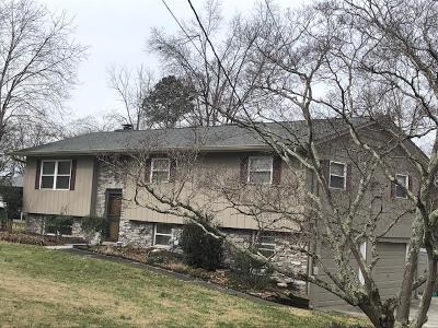 Lenoir City Single Family Home For Sale: 1057 Pinecrest Circle