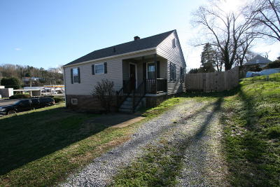 Maryville Single Family Home For Sale: 111 Eighth St