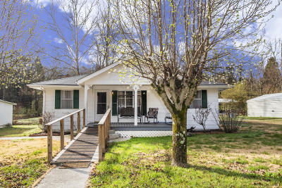 Oliver Springs Single Family Home For Sale: 6218 Knoxville Hwy