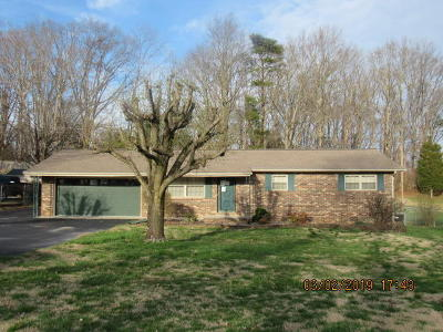 Single Family Home For Sale: 821 Roberts Circle