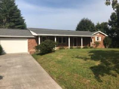Campbell County Single Family Home For Sale: 206 E Village Circle