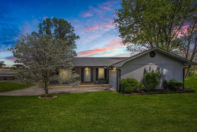 Knoxville Single Family Home For Sale: 1301 E Woodshire Drive