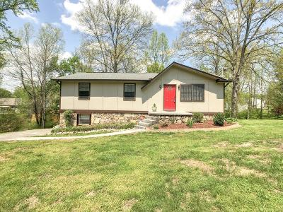 Knoxville Single Family Home For Sale: 7305 Hardy Lane