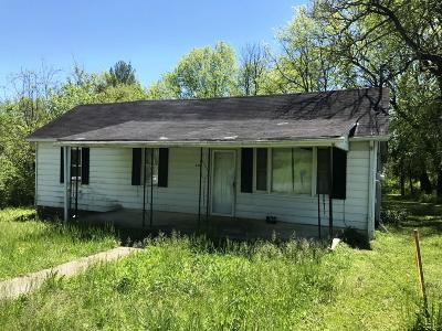 Single Family Home For Sale: 3325 Cedar Ave