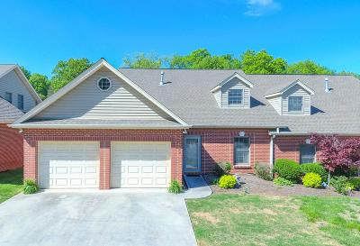 Loudon County Condo/Townhouse For Sale: 122 Pinewood Drive