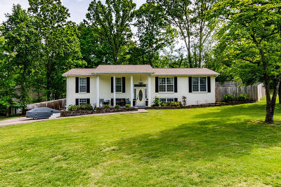 Knoxville Single Family Home For Sale: 1436 W Woodshire Drive