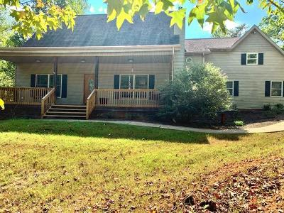 Louisville Single Family Home For Sale: 4418 Beaus Bend Rd