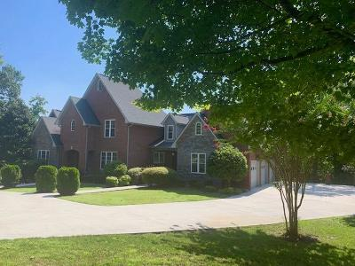 Oak Ridge Single Family Home For Sale: 146 Center Park Lane