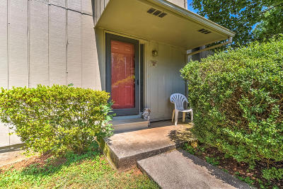 Knoxville Single Family Home For Sale: 8705 Olde Colony Tr #Apt 32