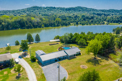 Single Family Home For Sale: 942 Paint Rock Rd