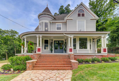 Knoxville Single Family Home For Sale: 1811 Riverside Drive