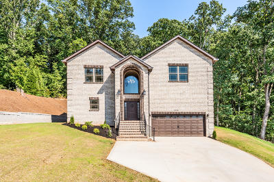 Knoxville Single Family Home For Sale: 9924 Castleglen Lane