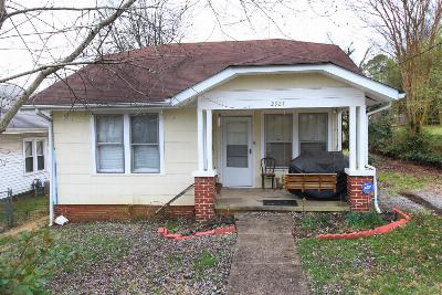 Single Family Home Sold: 2921 Dempster St