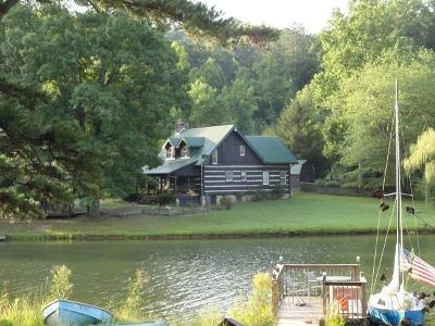 Alcoa, Friendsville, Greenback, Knoxville, Louisville, Maryville, Rockford, Sevierville, Seymour, Tallassee, Townsend, Walland, Lenoir City, Loudon, Philadelphia, Sweetwater, Vonore, Coker Creek, Englewood, Madisonville, Reliance, Tellico Plains Single Family Home For Sale: 423 Laurel Lake Circle