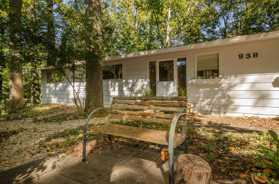 Single Family Home Sold: 838 W Outer Drive