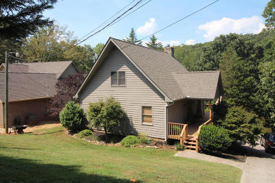 Single Family Home For Sale: 3252 Devault Rd