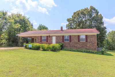 Selmer Single Family Home For Sale: 405 Emmons