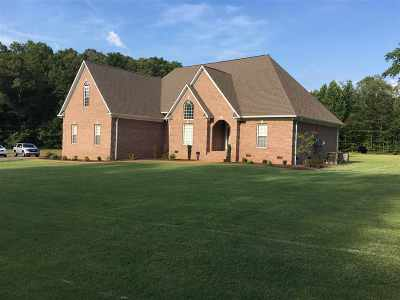 Selmer Single Family Home For Sale: 1300 Oxford Creek